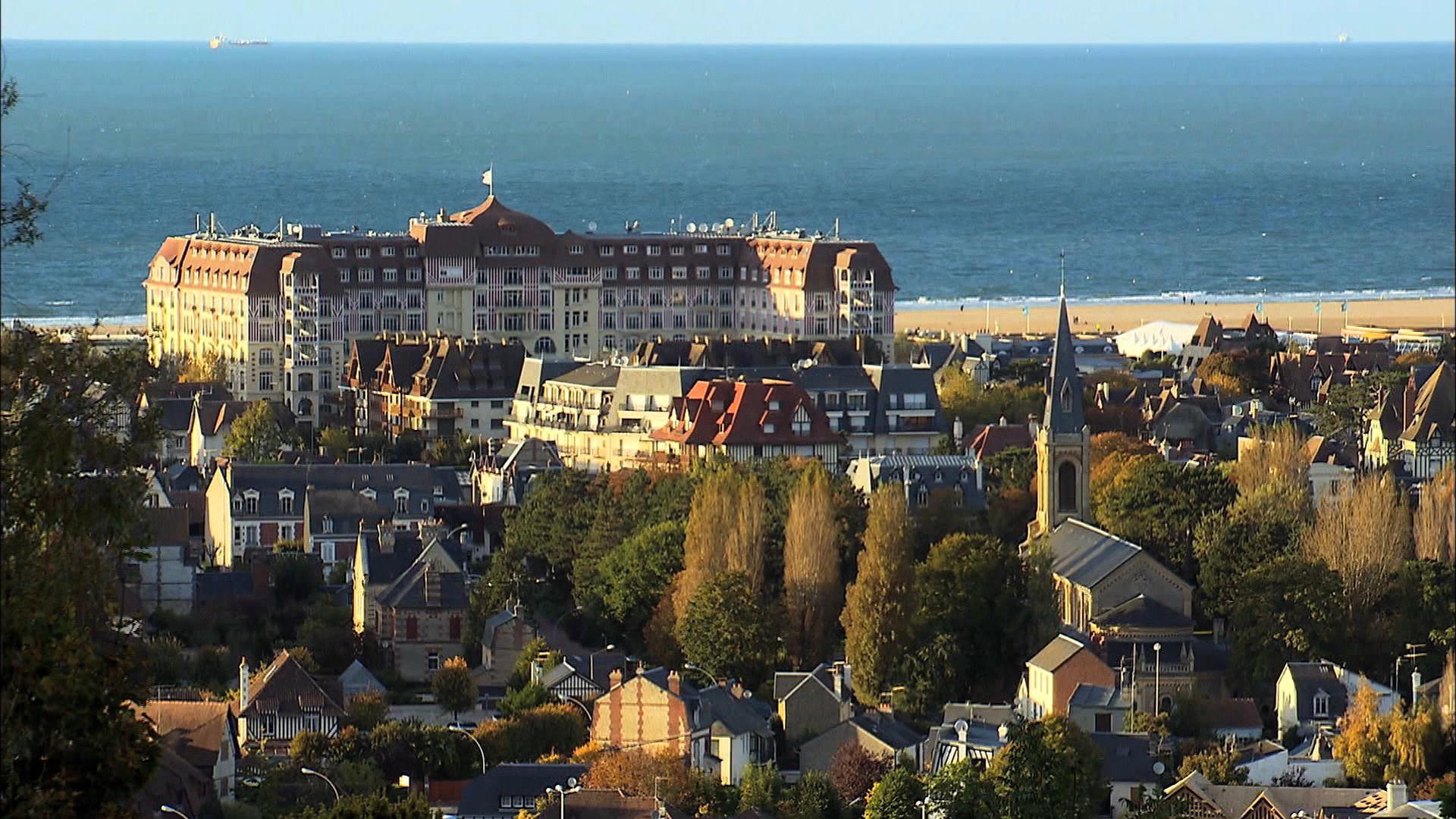 Deauville trouville entre chic et charme l2 films - Office du tourisme de deauville trouville ...